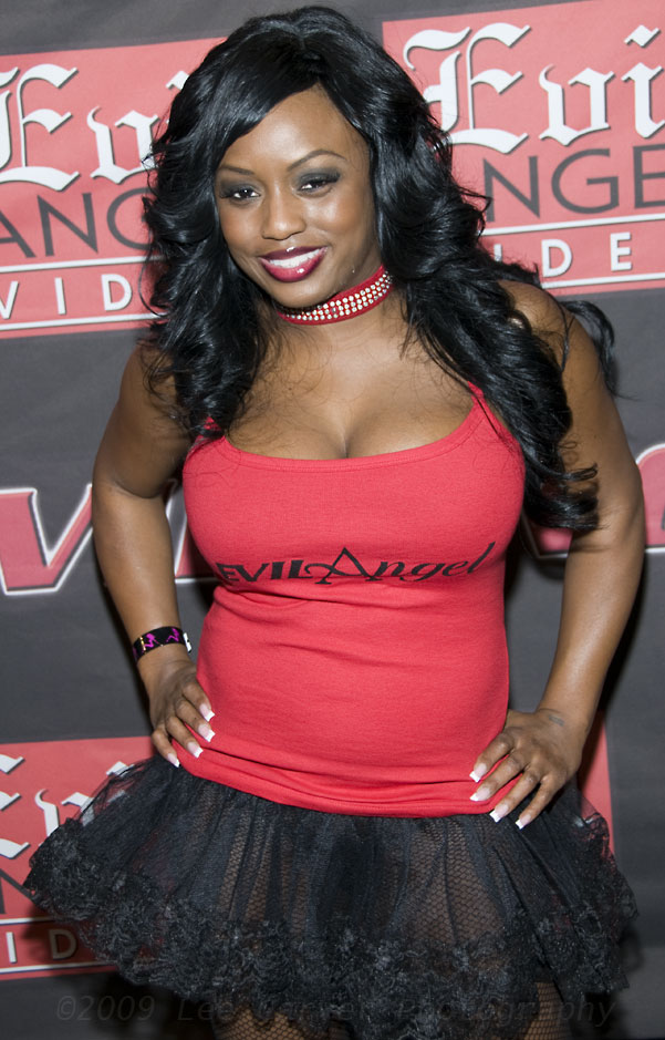 A big tits, round ass episode with ebony beauty Jada Fire - Updatetube